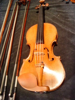 Nikolay_amati_violin_from_the_chi_2